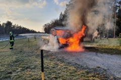 Der Abschleppwagen in Brand.
