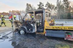 Der ausgebrannte Abschleppwagen.