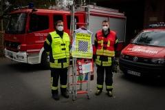 Ortsbrandmeister Ole Langer und sein Stellvertreter Luca Hestermann freuen sich über die Beschaffungen des Fördervereins.