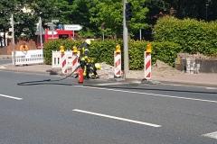 Die Feuerwehr führt Messungen unter Atemschutz durch.
