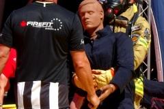 Alexander Fromme (Feuerwehr Bremen) am Dummy.