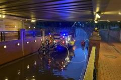 Pumparbeiten im überschwemmten Ysotunnel.