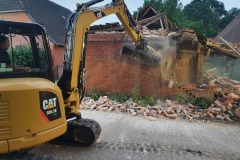 Abriss der Gebäudereste.