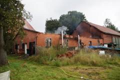 Die Werkstatt wurde komplett zerstört, Scheune und Wohnhaus konnten gerettet werden. (Foto: Marion Thiermann)