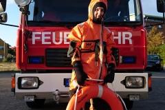 Bei Eisrettungen oder teilweise auch bei Einsätzen an und im Wasser notwendig, der Überlebensanzug zum Schutz vor Unterkühlung.