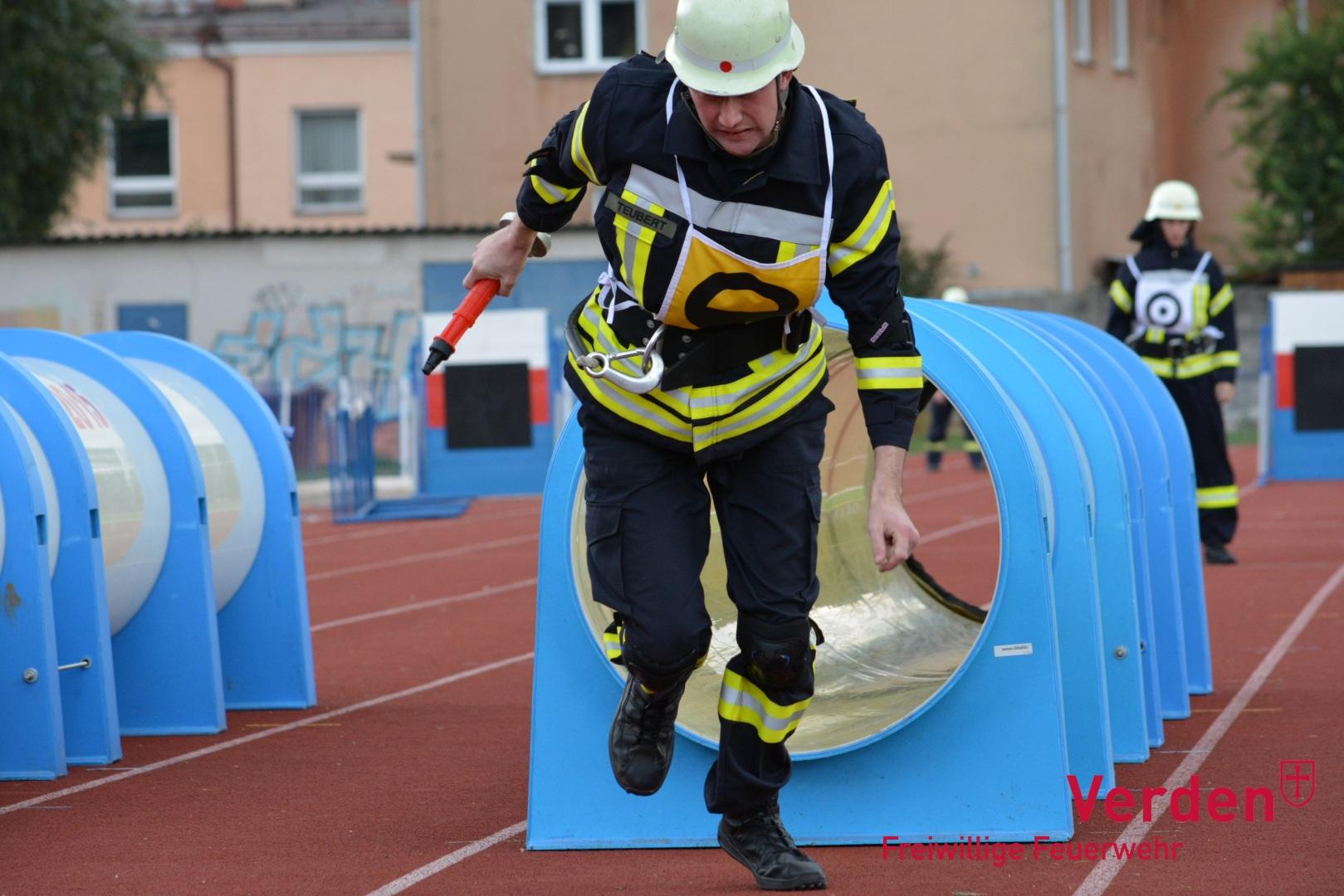 """CTIF-Wettbewerb – """"Röhre"""" beim Staffellauf."""
