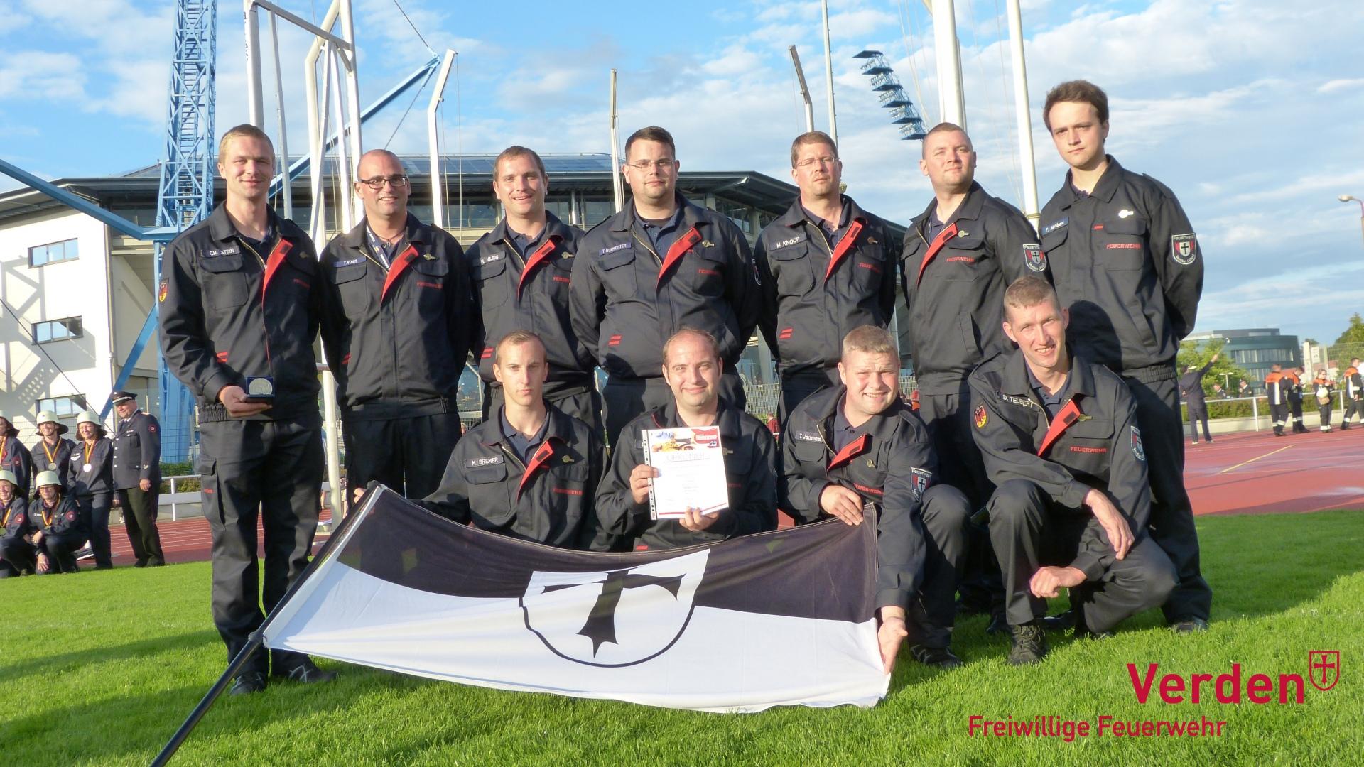 Gruppenfoto bei der Deutschen Feuerwehrmeisterschaft in Rostock 2016.
