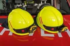 Helmkennzeichnungen geben Informationen über die Ausbildung bzw. die Funktion des Helmtägers sowie dessen Ortsfeuerwehrzugehörigkeit. Für die Kennzeichnung werden rote Punkte und Streifen sowie schwarze Ziffern verwendet.