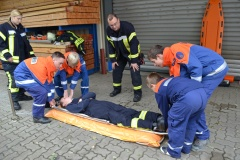 Im Ausbildungsdienst erlernen die Kinder und Jugendlichen spielerisch die Aufgaben und Tätigkeiten der Feuerwehr.