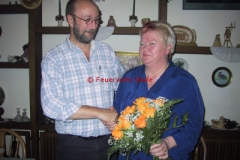 Christa Cyriacks wird als 200. Mitglied des Fördervereins 2005 von Willi Funke geehrt