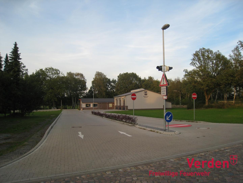 Blick auf das Feuerwehrhaus von der Dauelser Dorfstraße.