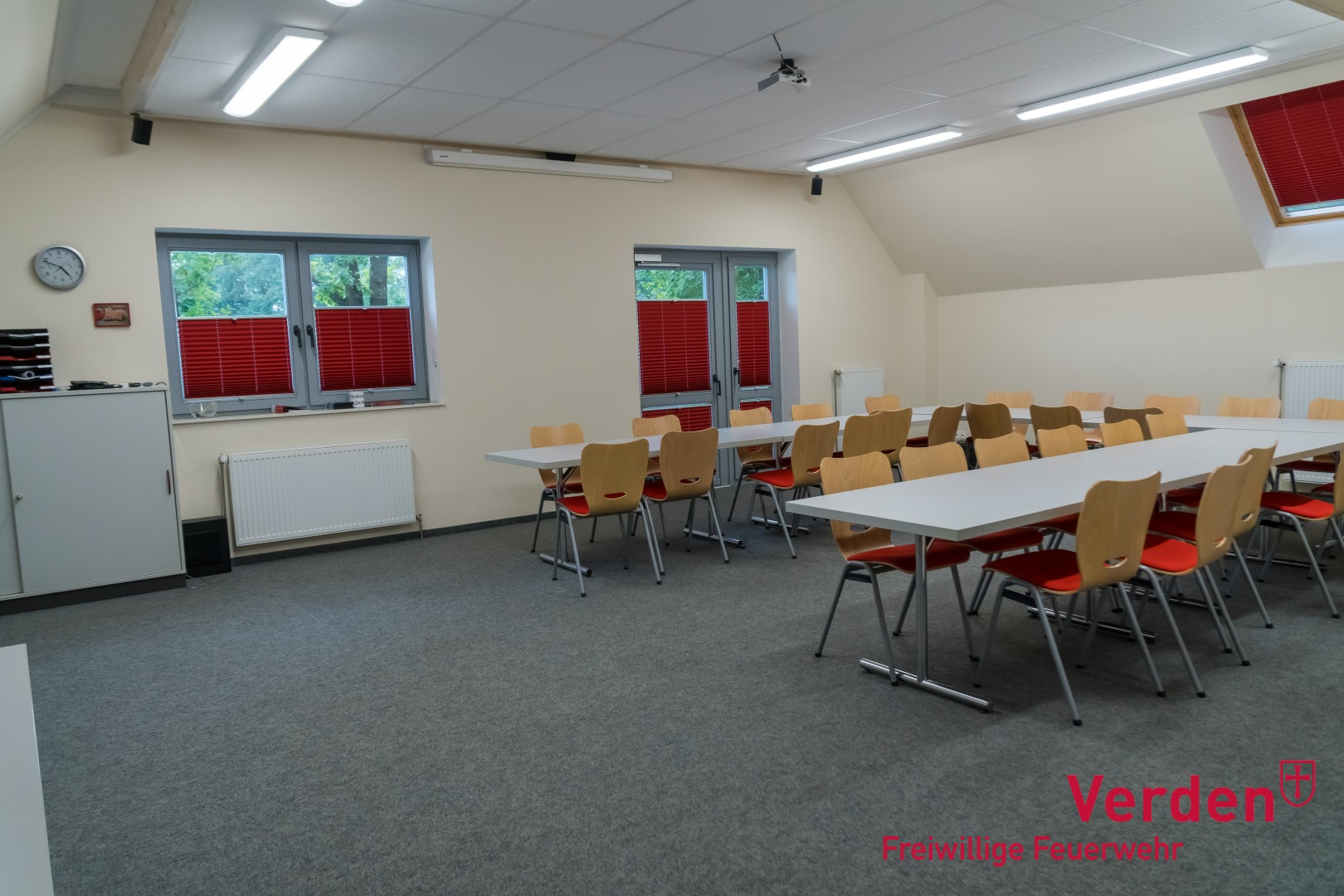 Versammlungs- und Unterrichtsraum im Dachgeschoss.
